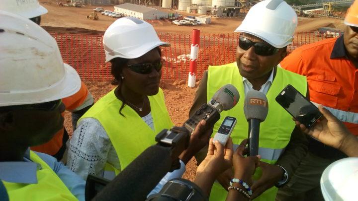 Zouan Hounien: En visite dans la mine d'or d'ity, le ministre satisfait des réalisations sociales dans les villages