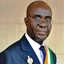 DEDICACE DE L'OUVRAGE  « Pour la dignité paysanne », SENATEUR  PANY JEAN BAPTISTE « la politique agricole ivoirienne  est un échec »