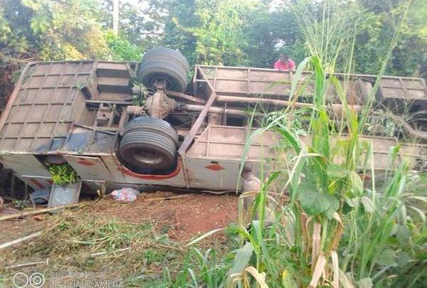 Accident de la circulation: Un car de la compagnie  Gti finit sa course dans la forêt